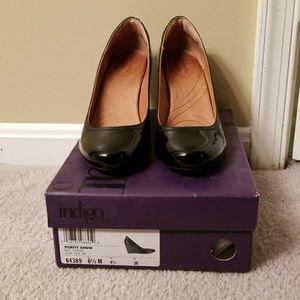 Black patent wedge heels like new